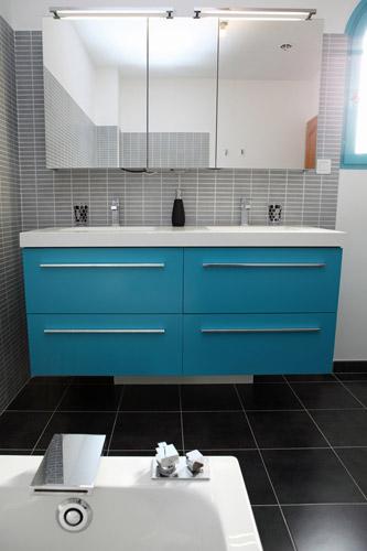 Renovation maison var oser la couleur pour rchauffer la for Renovation salle de bain